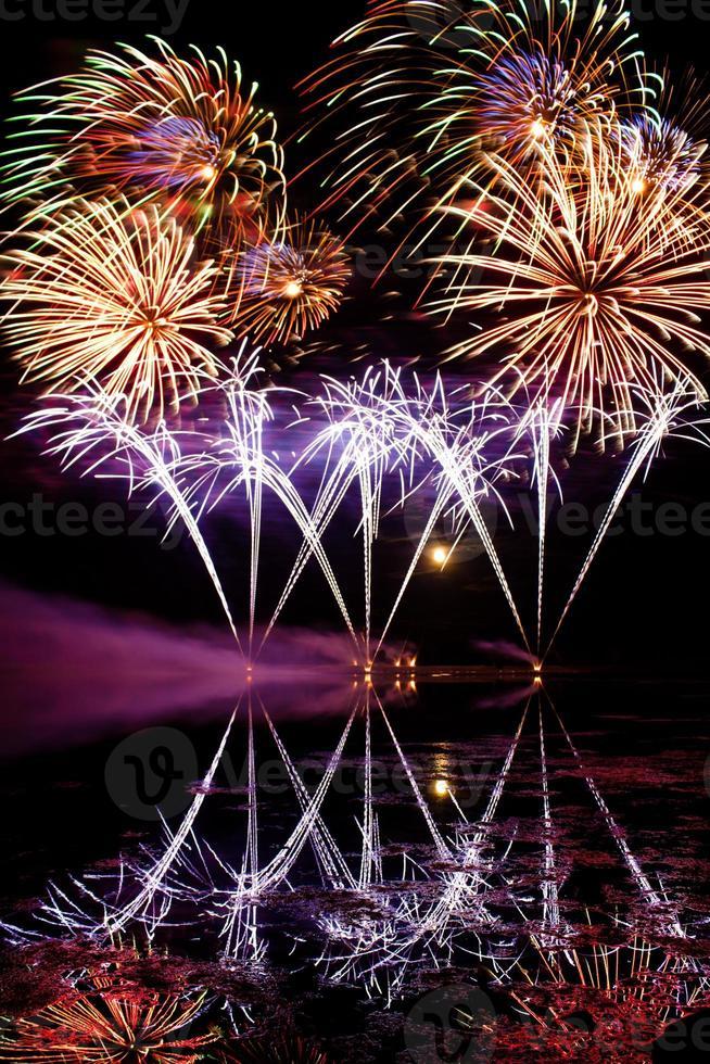 rayas de fuegos artificiales azules foto