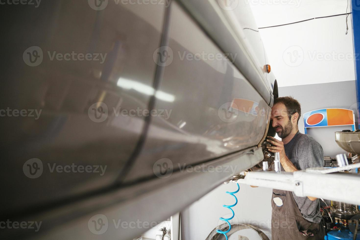 auto reparación mecánico de automóviles foto