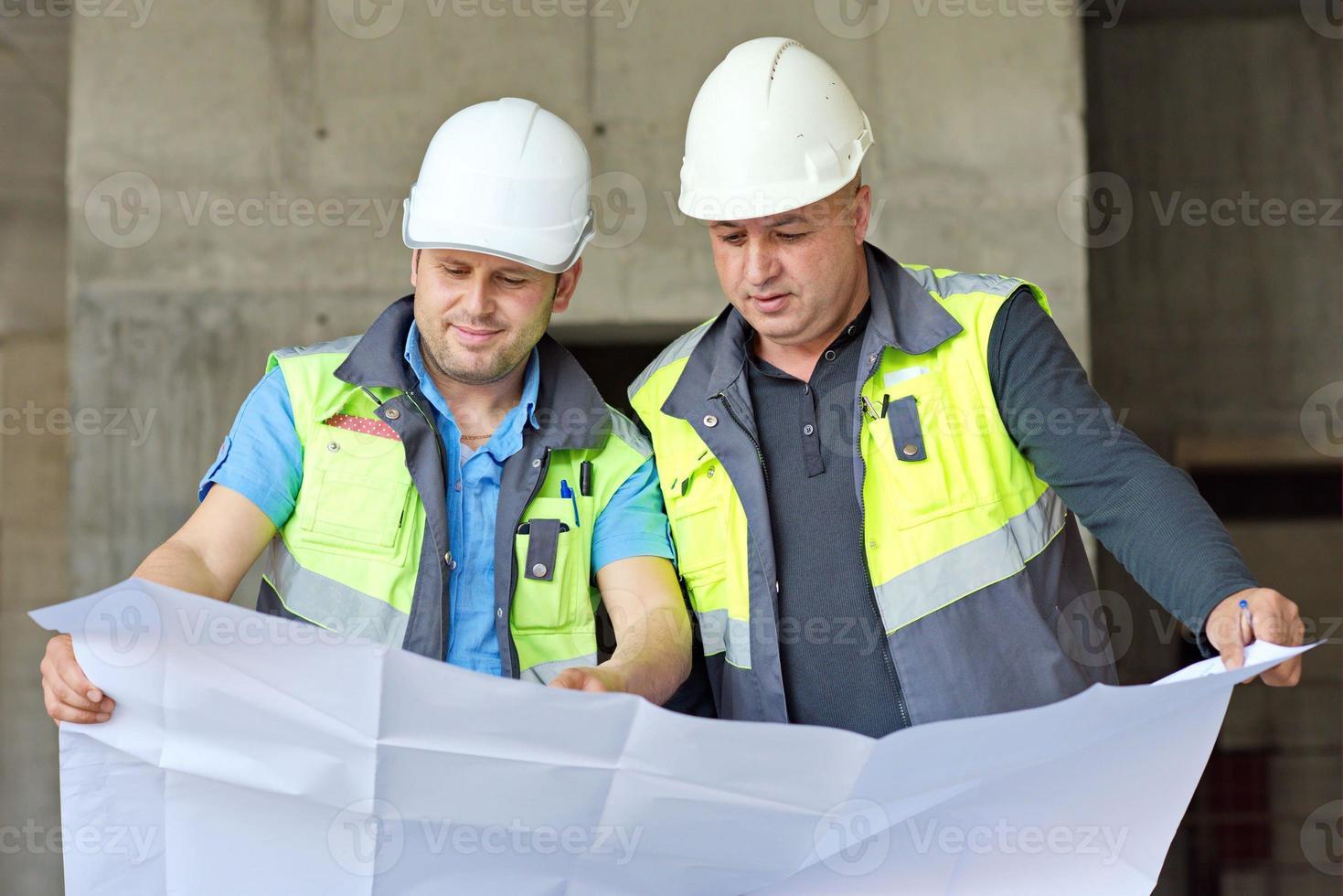 ingenieros civiles en obra foto