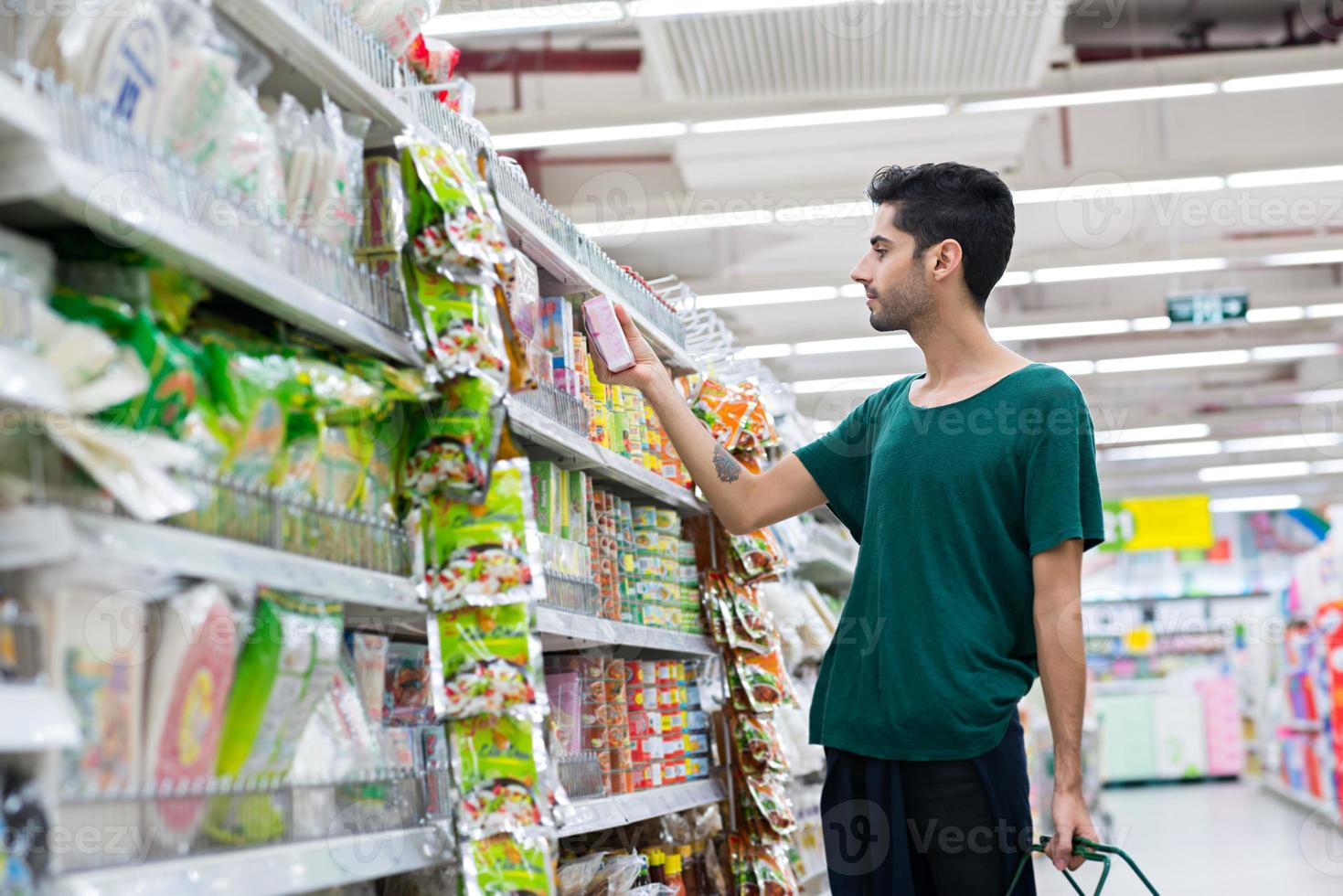 comprar comida instantánea foto