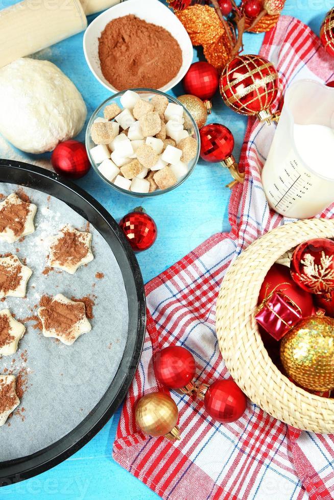 proceso de hacer primer plano de cookies de año nuevo foto