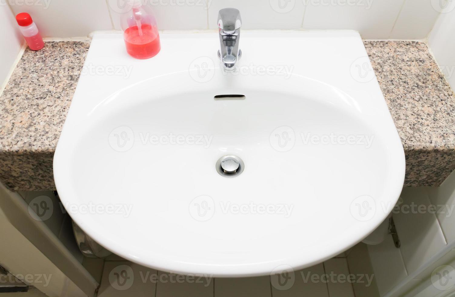 lavabo para paciente en el hospital foto