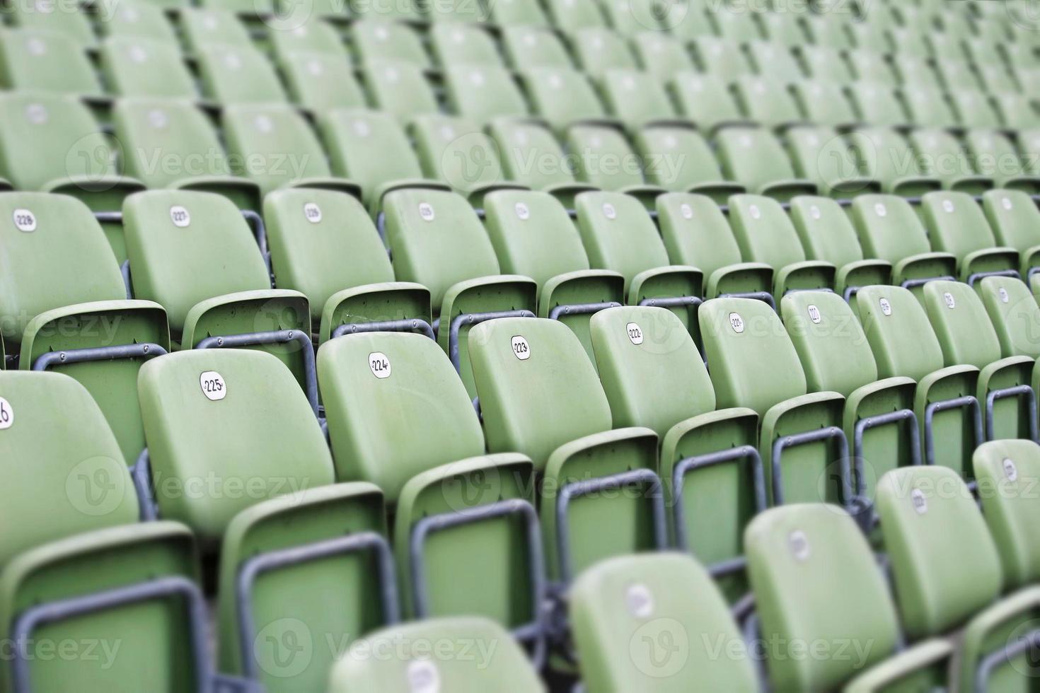 asientos verdes vacíos foto