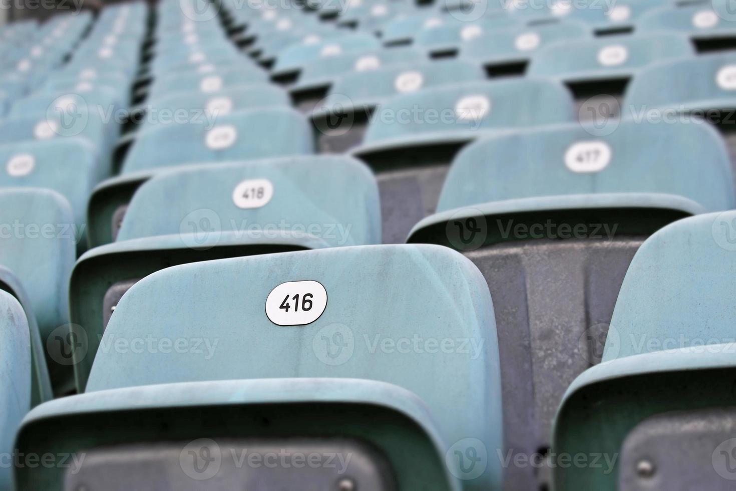 asientos azules vacíos foto
