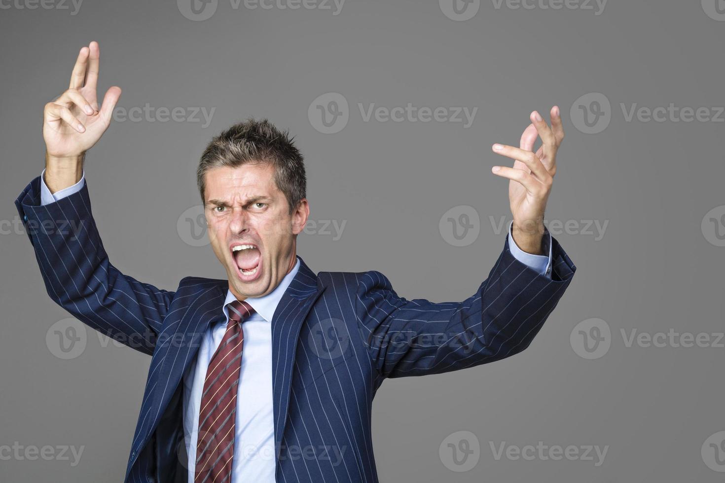 capo affari molto arrabbiato che grida foto