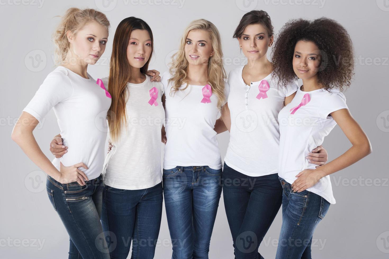 estas mujeres apoyan la lucha contra el cáncer de mama foto
