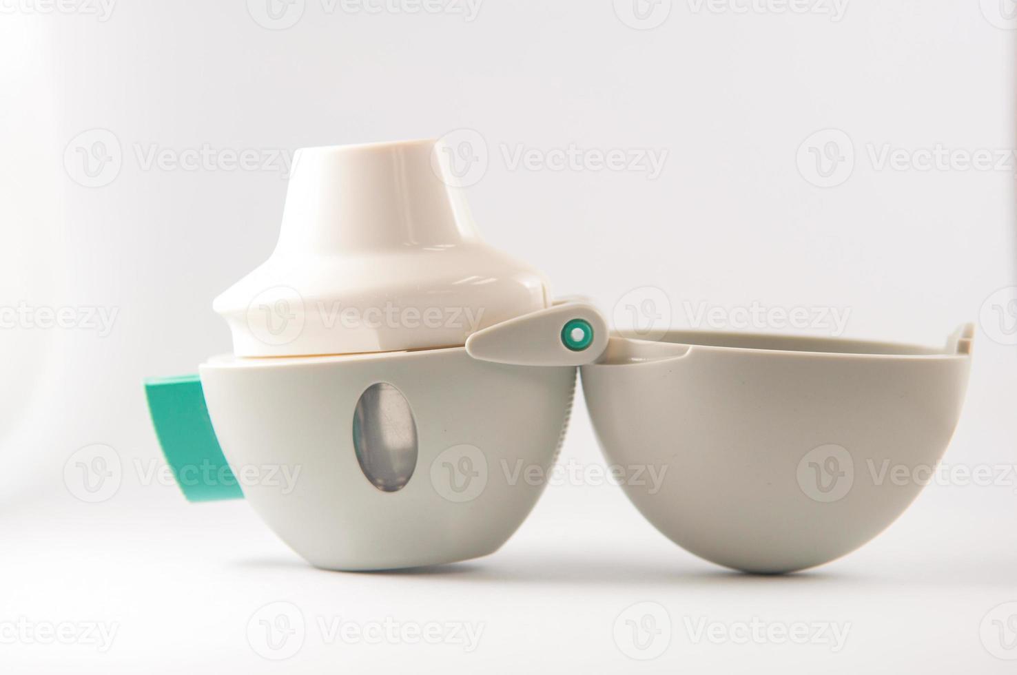 inhalador de asma en polvo es un equipo foto