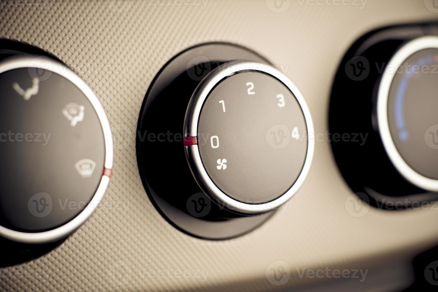 panel de instrumentos de control climático en automóvil, vehículo. foto