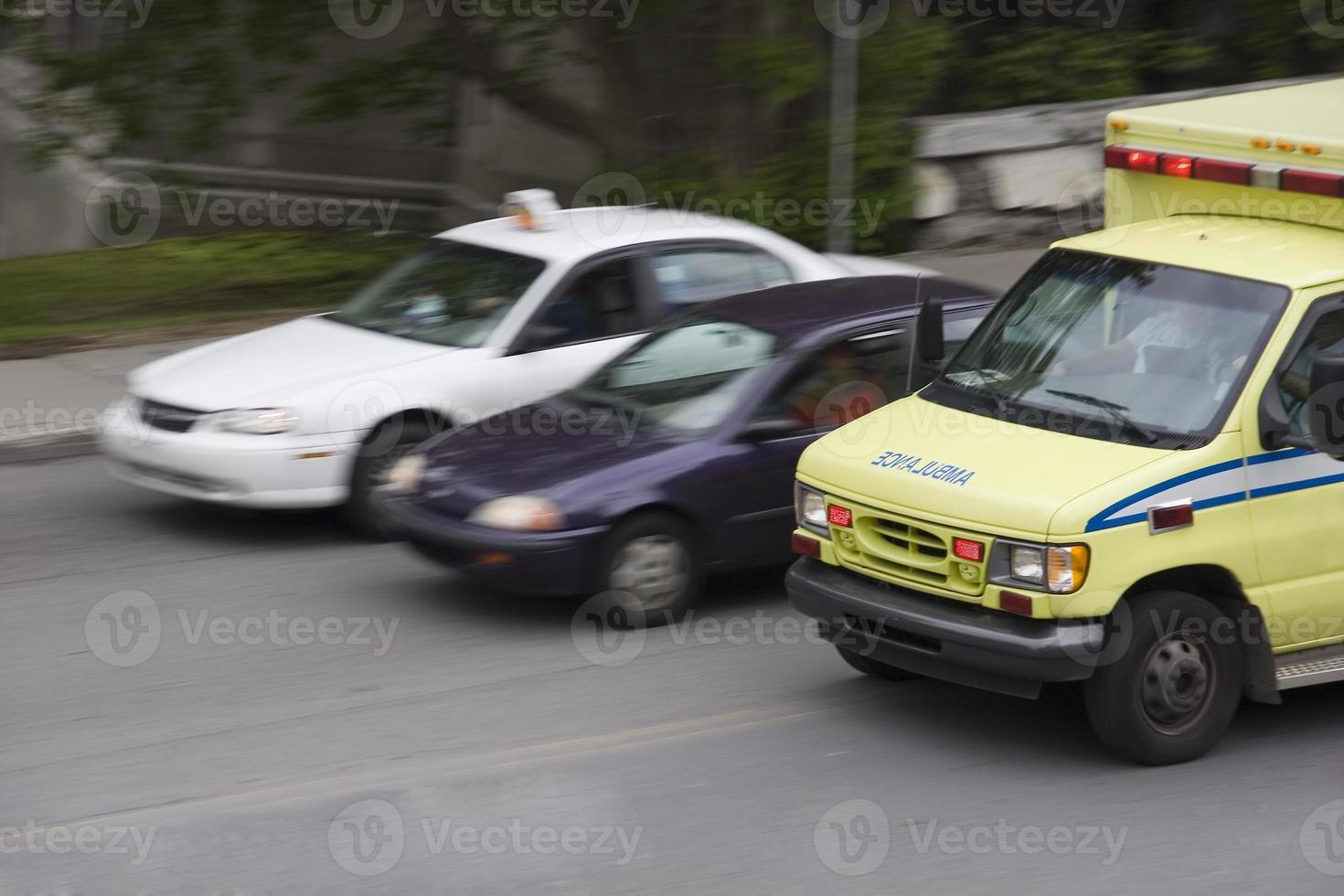 ambulancia derecho de paso foto