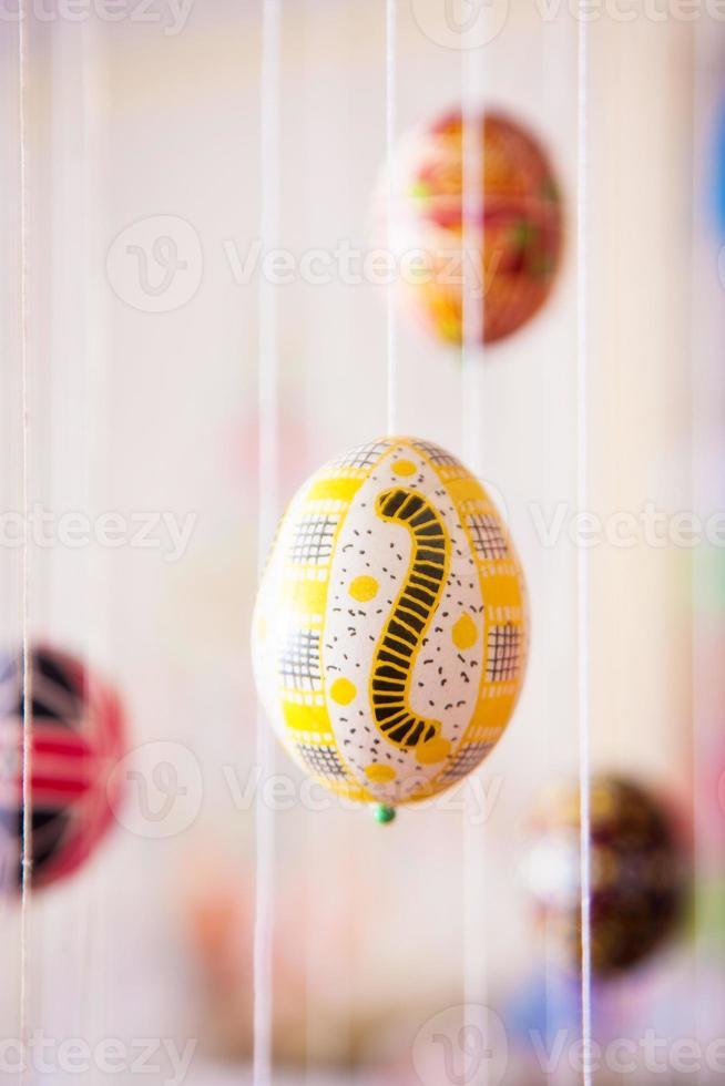 huevo de pascua pintado en estilo popular foto