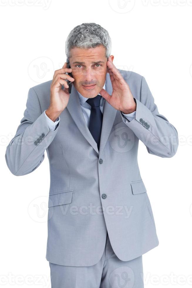 teléfono concentrado empresario contestador foto