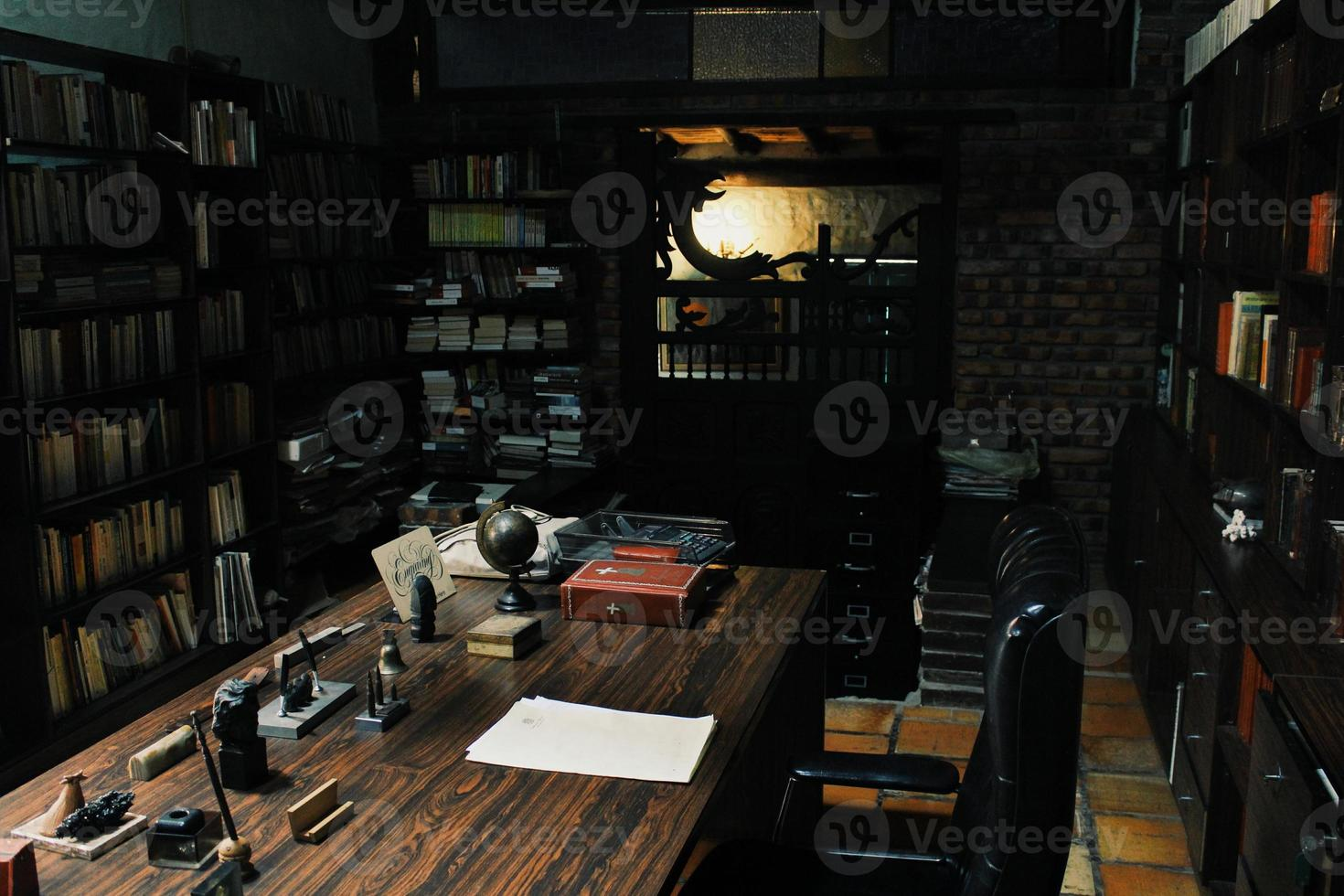 Antigua Oficina con Biblioteca photo