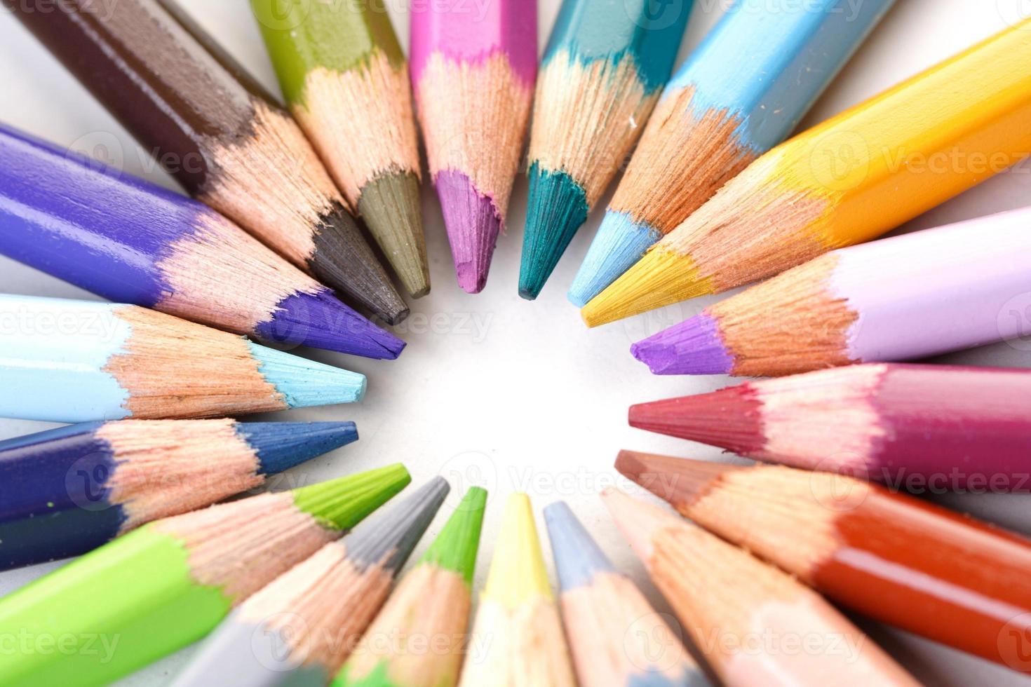 lápices de colores del arco iris - primer plano foto