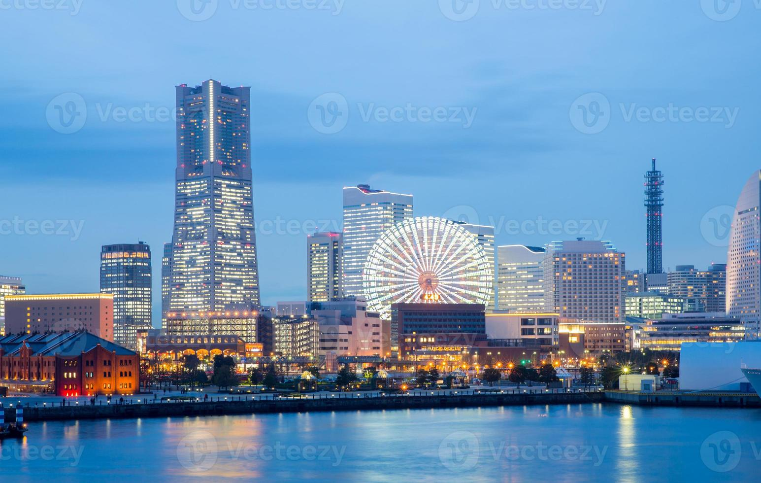 anochecer del horizonte de yokohama foto