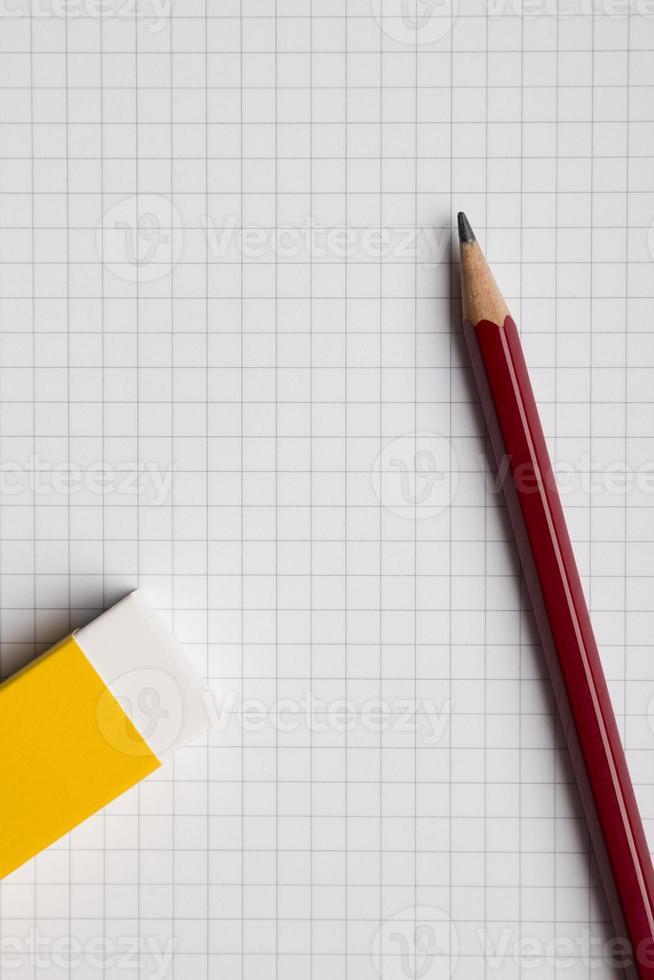 lápiz de papel y borrador foto