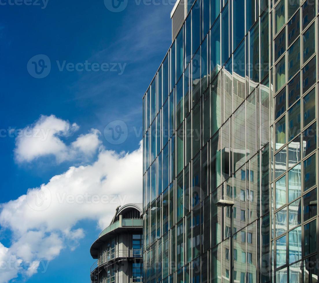 Reflejo de edificios comerciales en fachadas de vidrio, Frankfurt, ge foto