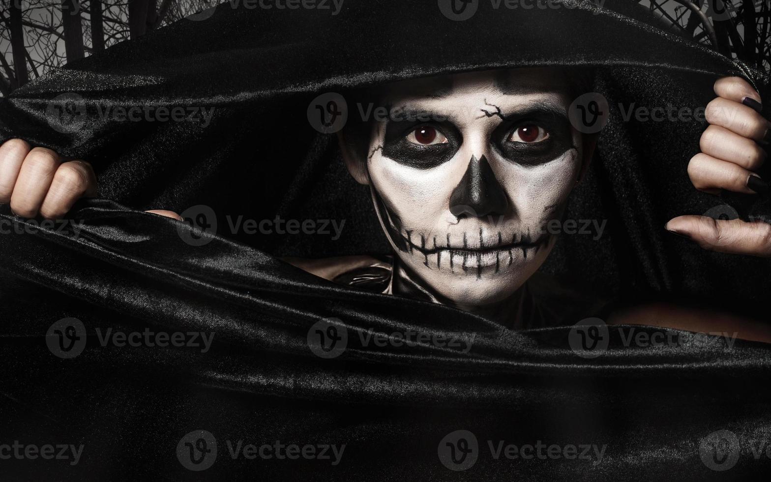 Skull women photo