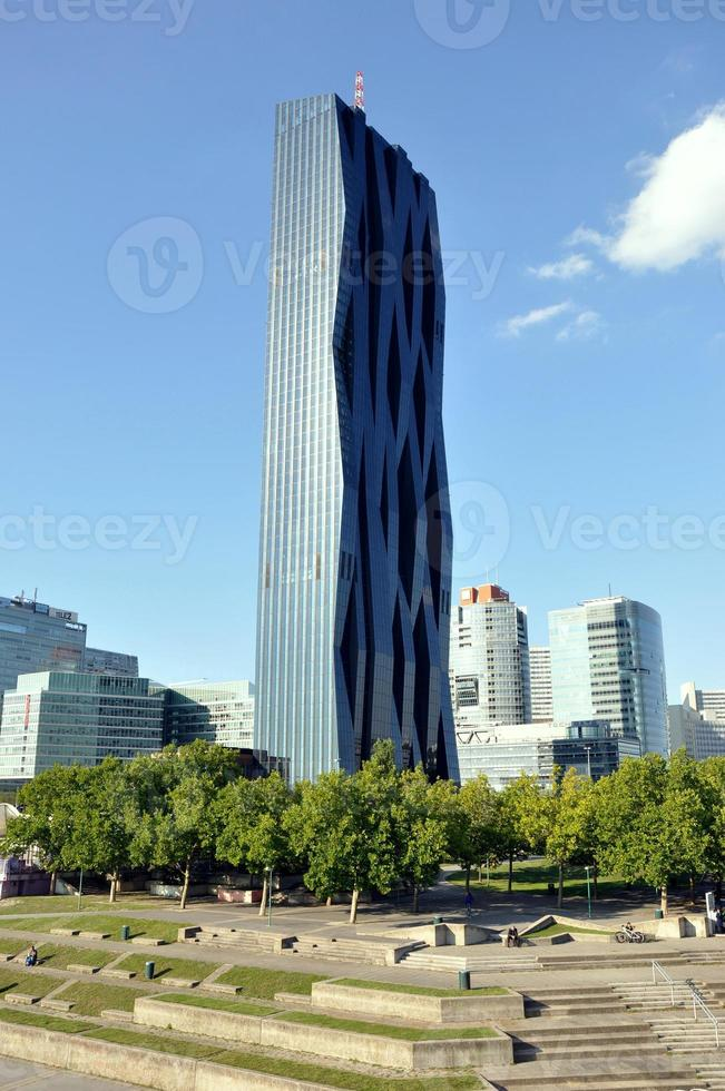 dc tower en viena, austria foto