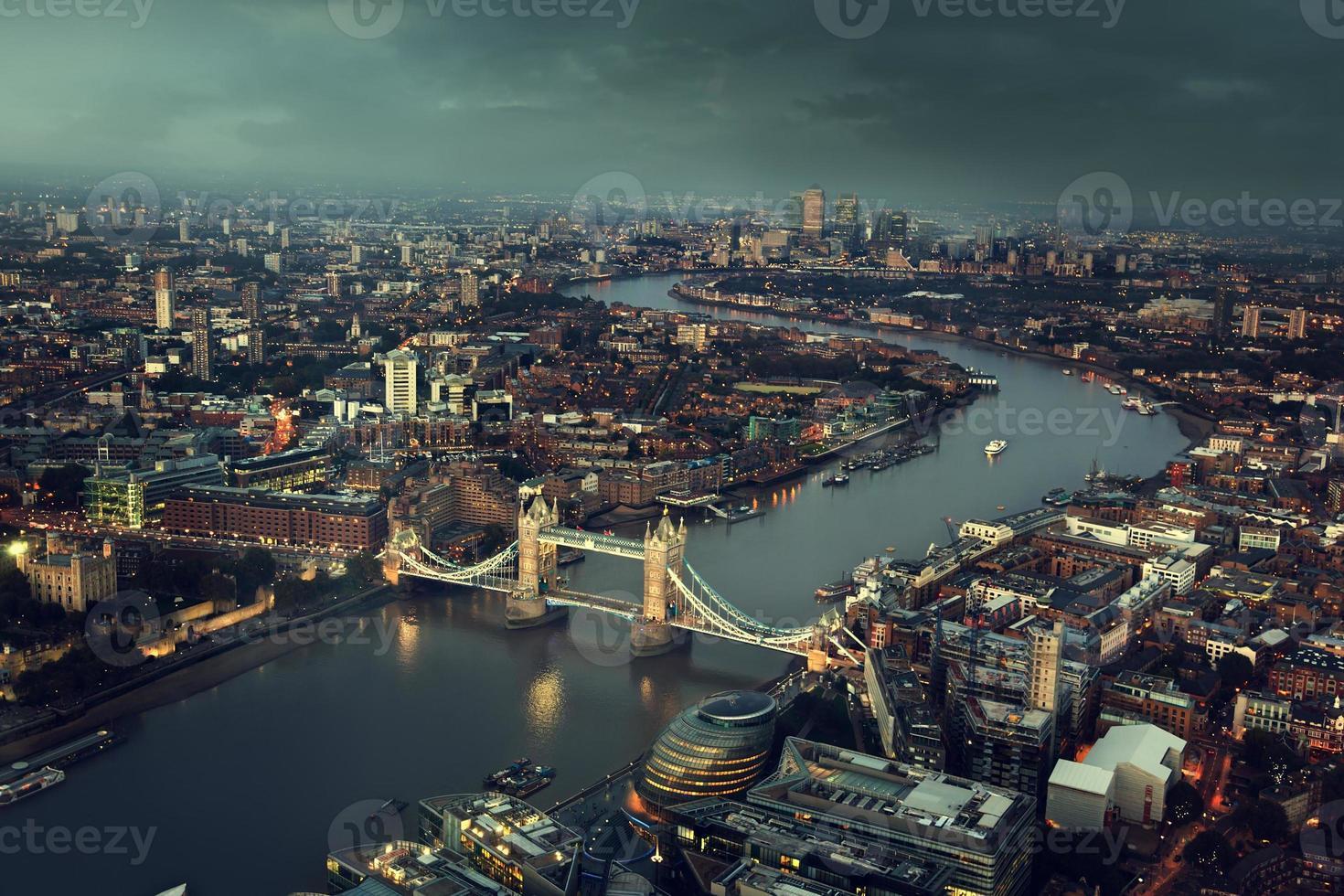 Vista aérea de Londres con el Tower Bridge, Reino Unido foto