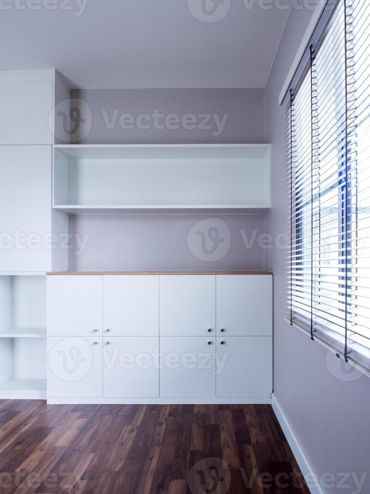 interior moderno con armario vacío foto