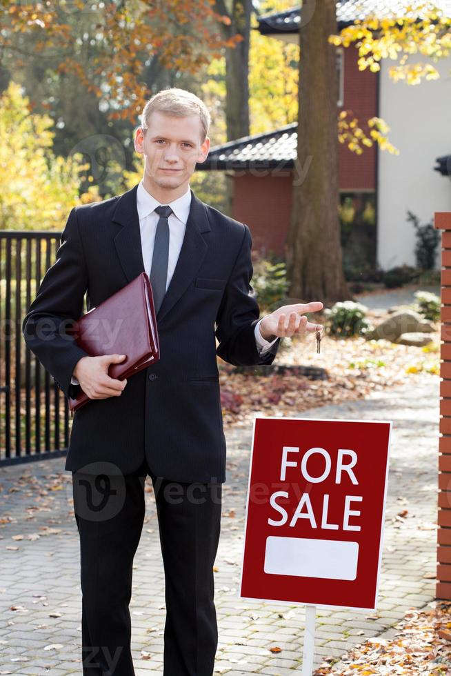 Waiting real estate agent photo
