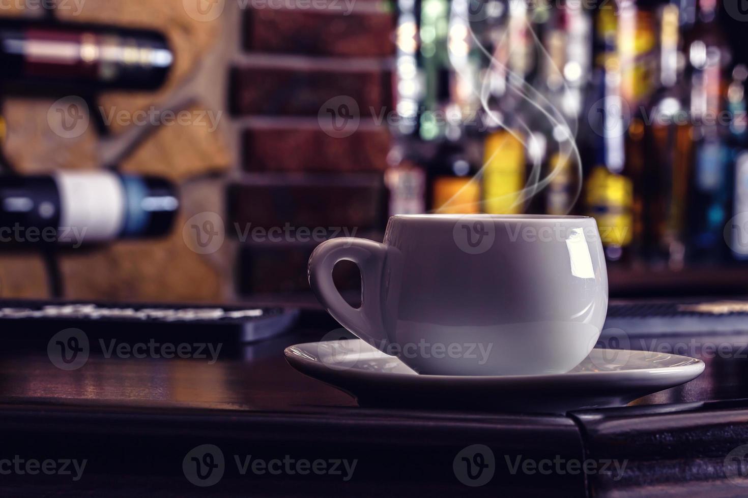 Café y bebida. taza de café y coñac brandy whisky foto