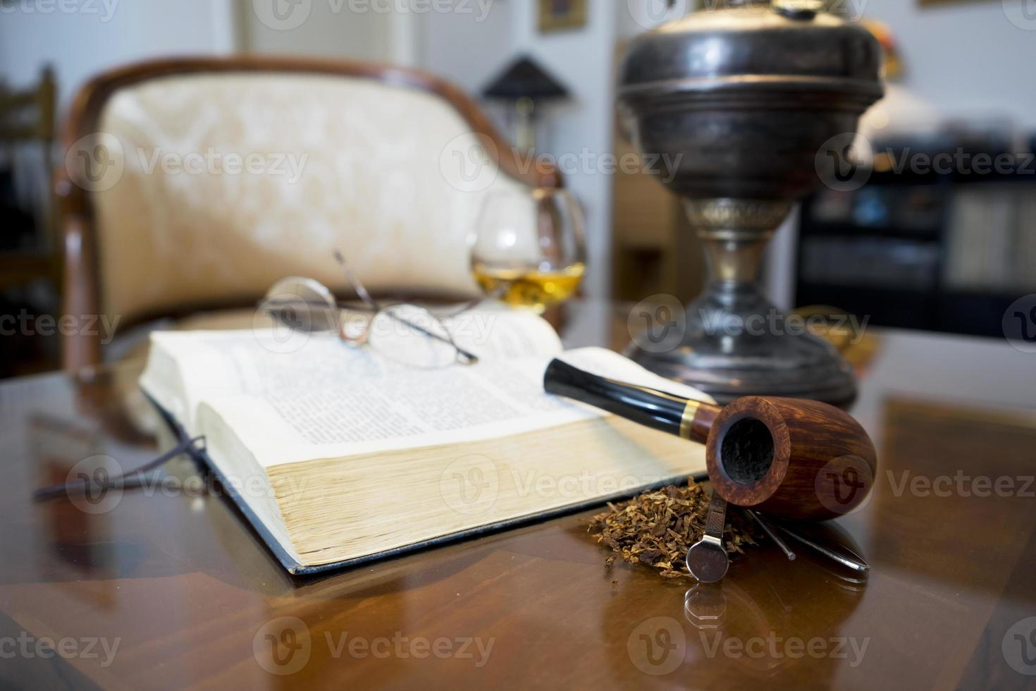 Tobacco pipe photo