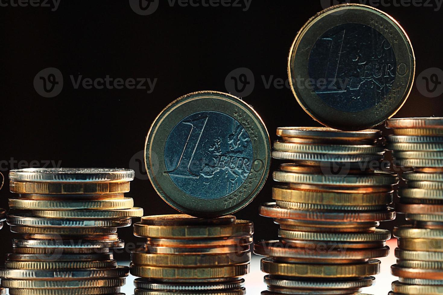 pilas de monedas concepto dólares euro dólar tasa de cambio economía foto