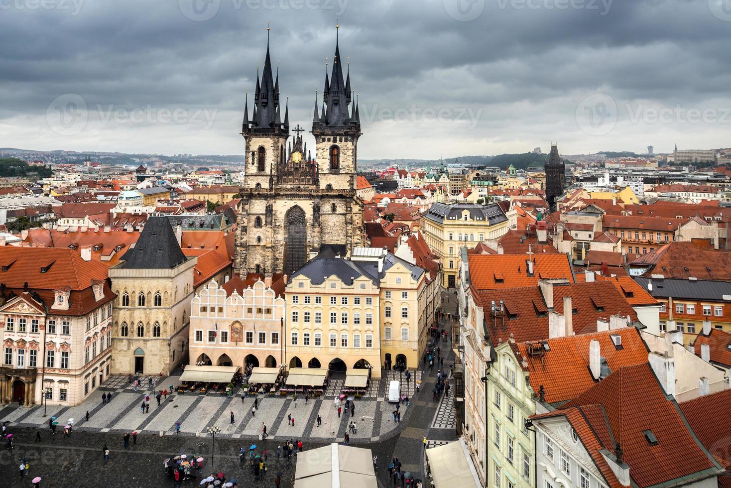 Praga, plaza del mercado en un día lluvioso foto