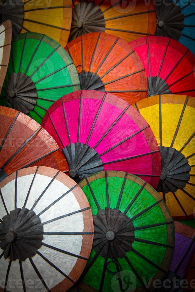 sombrillas de papel de colores foto