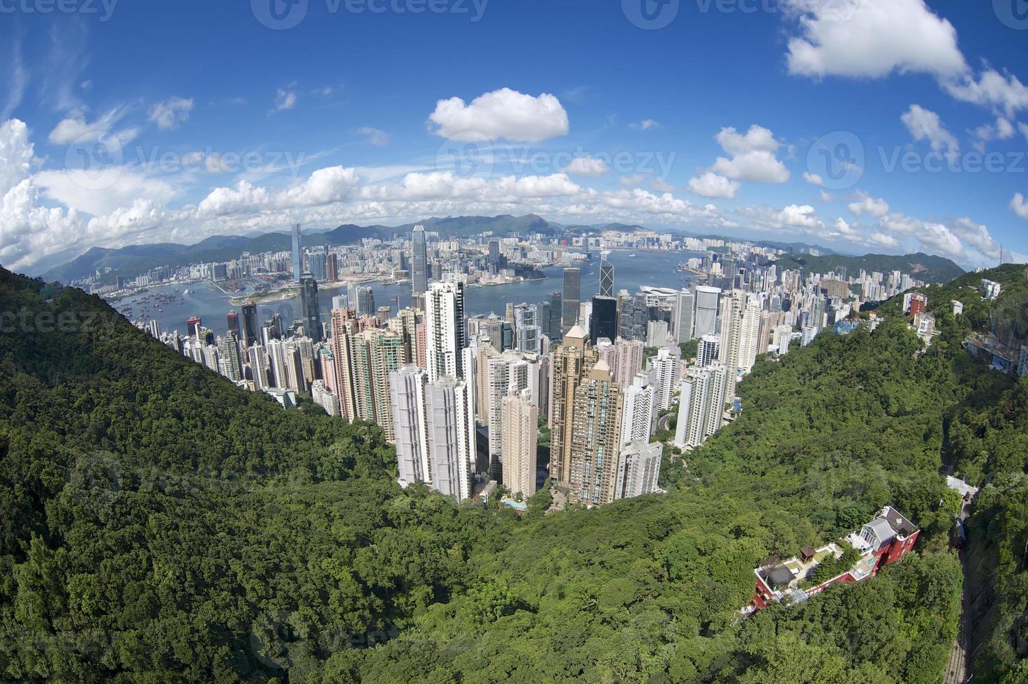 Vista aérea de gran angular a la ciudad de Hong Kong, China. foto