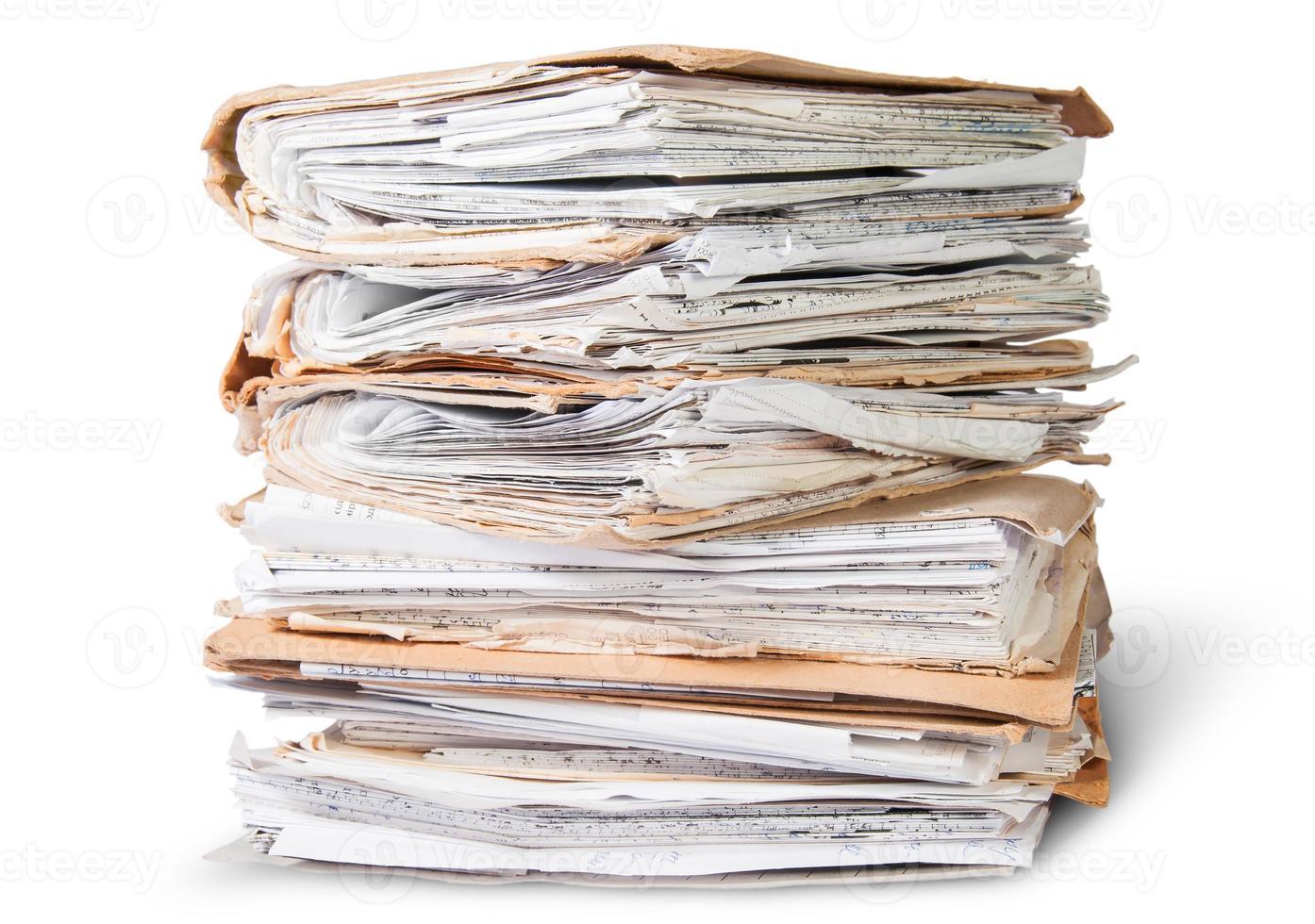archivos viejos apilados en un orden desordenado foto