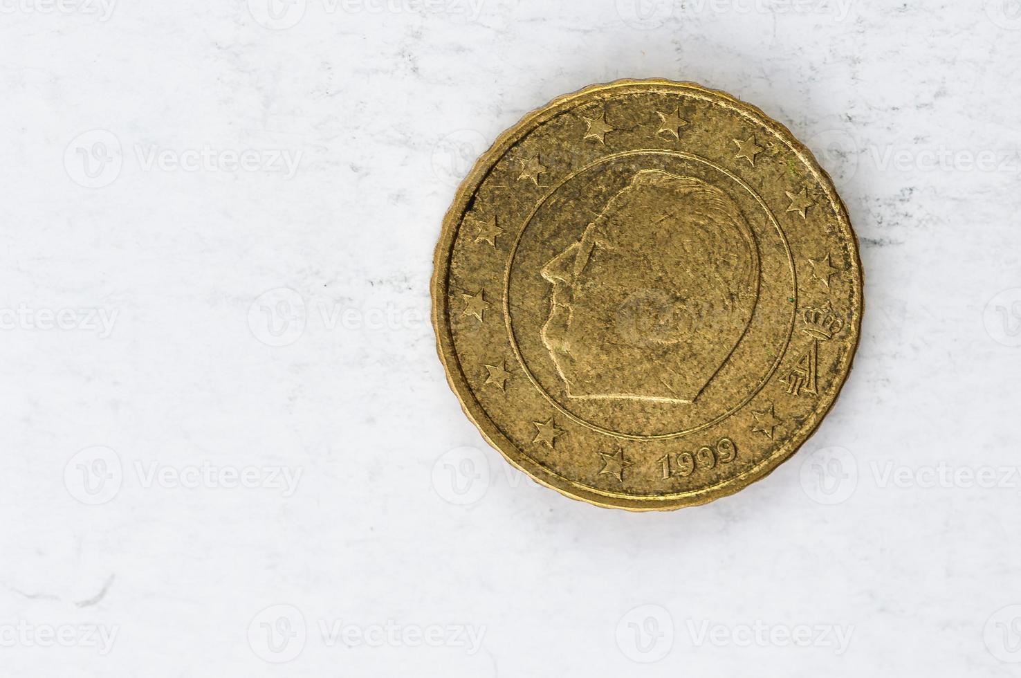 Moneda de 10 céntimos de euro con aspecto usado en el reverso de Bélgica foto