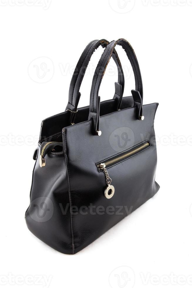 bolsa feminina de couro preto sobre fundo branco. foto