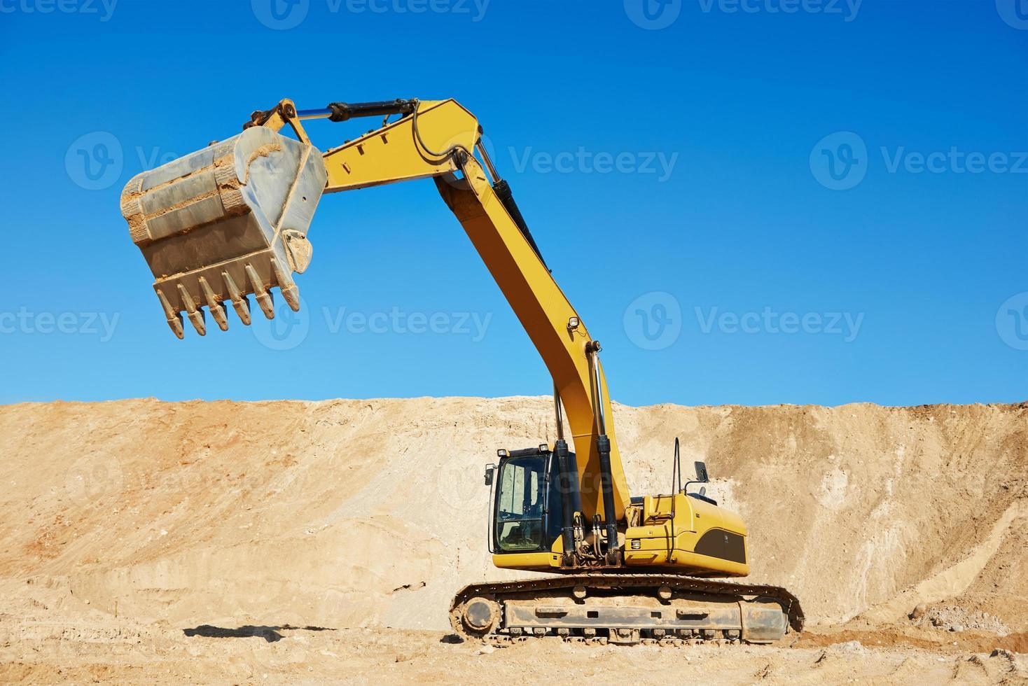 cargador de excavadora en obras de movimiento de tierras foto