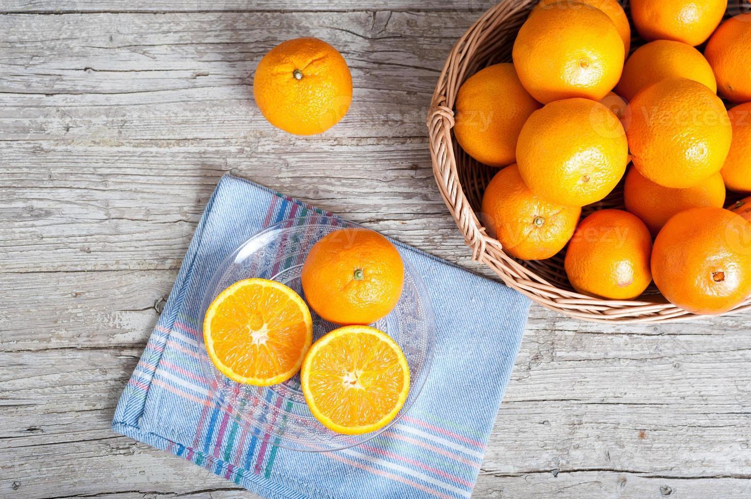 naranjas cortadas foto