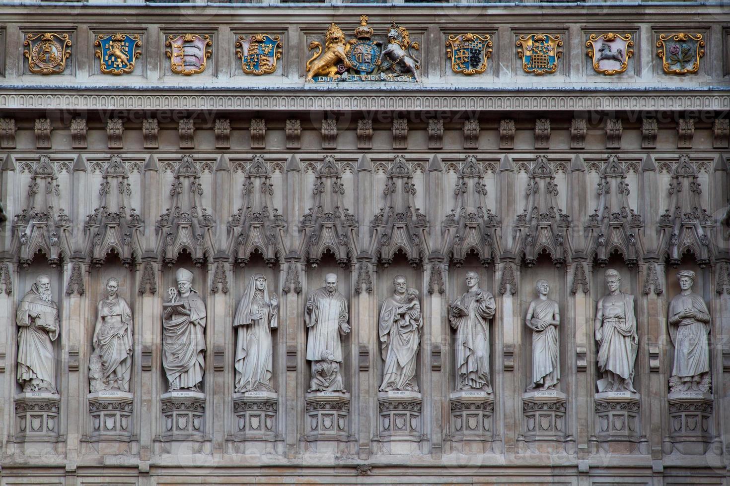 Estatua de la abadía de Westminster en la noche, Londres, Inglaterra, Reino Unido. foto
