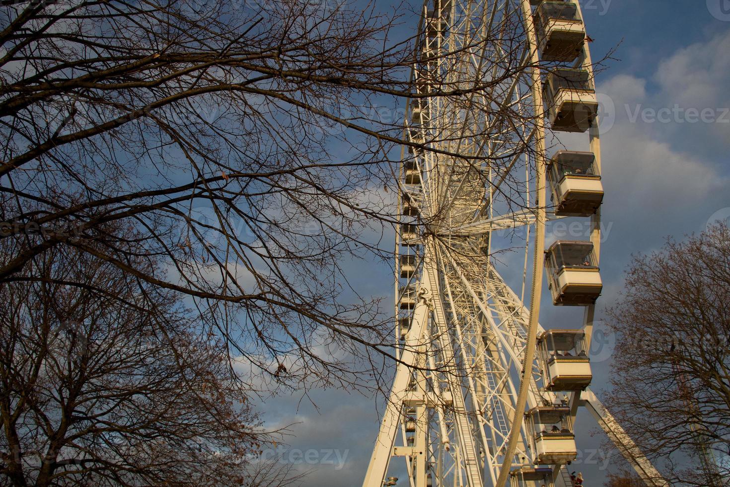 antigua rueda de la fortuna - hyde park foto