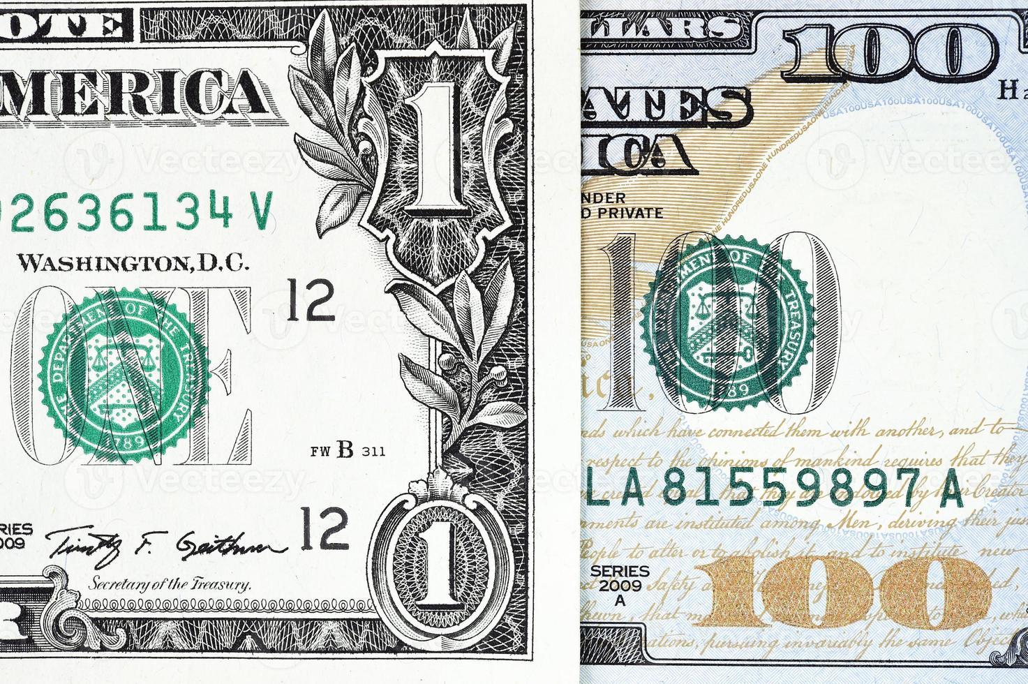 disparo macro de un nuevo billete de 100 dólares y un dólar foto