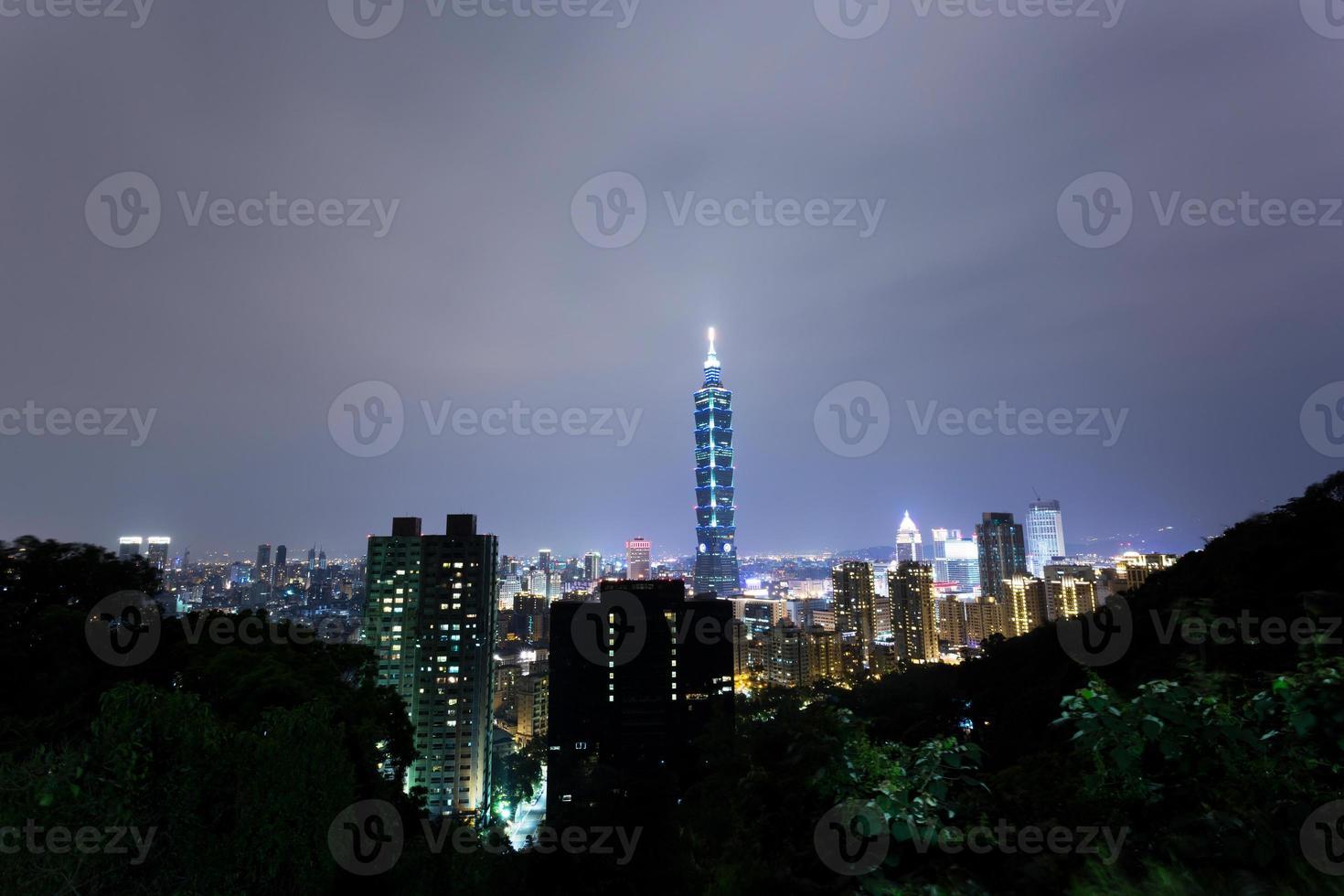 escena nocturna de taipei foto