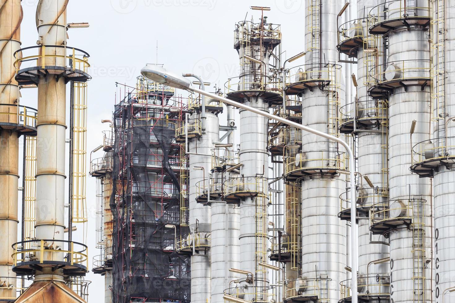 torre de la fábrica de petróleo foto