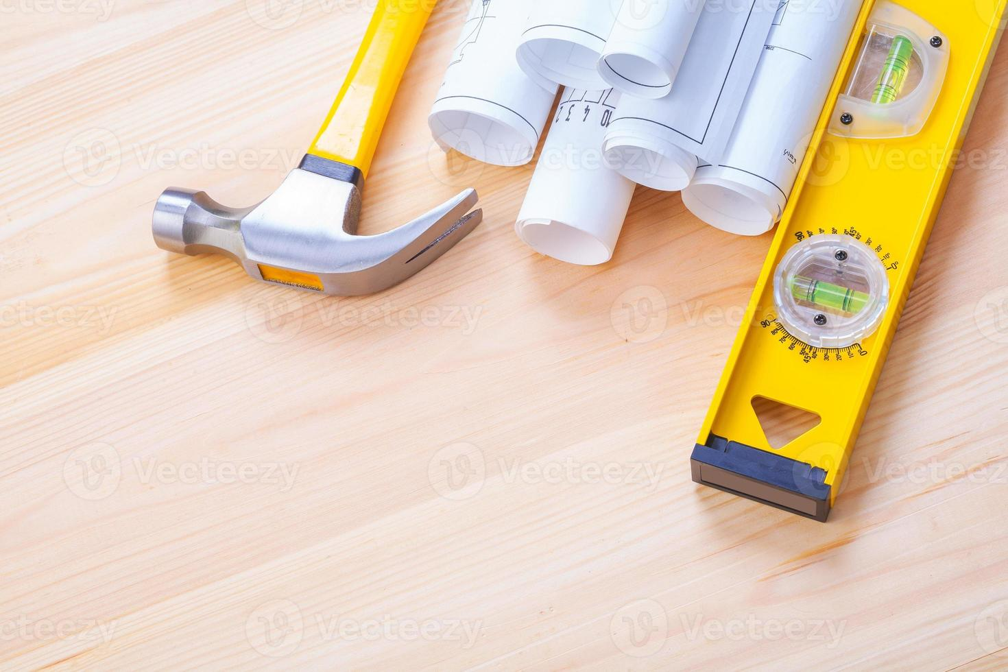imagen copyspace planos blancos martillo de garra nivel de construcción foto