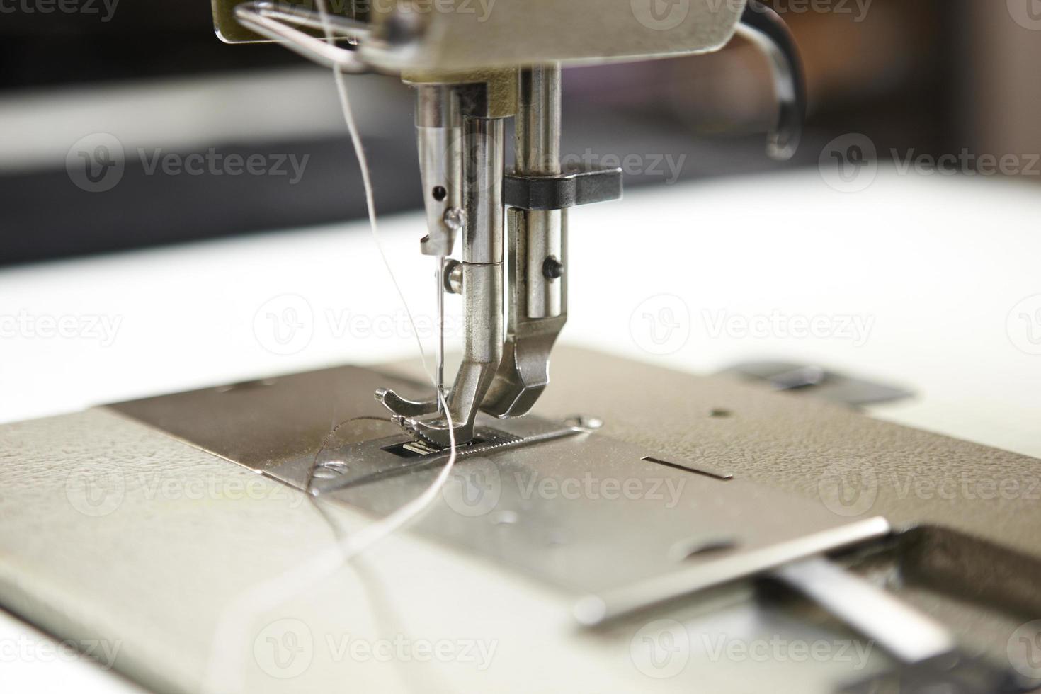 Detalle macro de la máquina de coser profesional foto