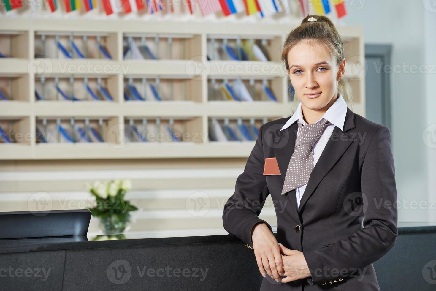 gerente del hotel en recepción foto