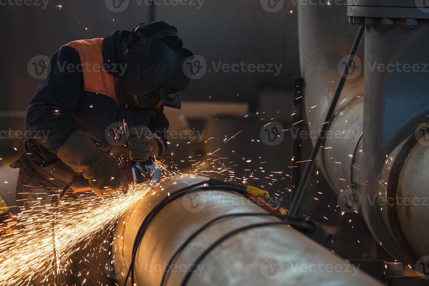Cleaning Welding on the big Pipe photo