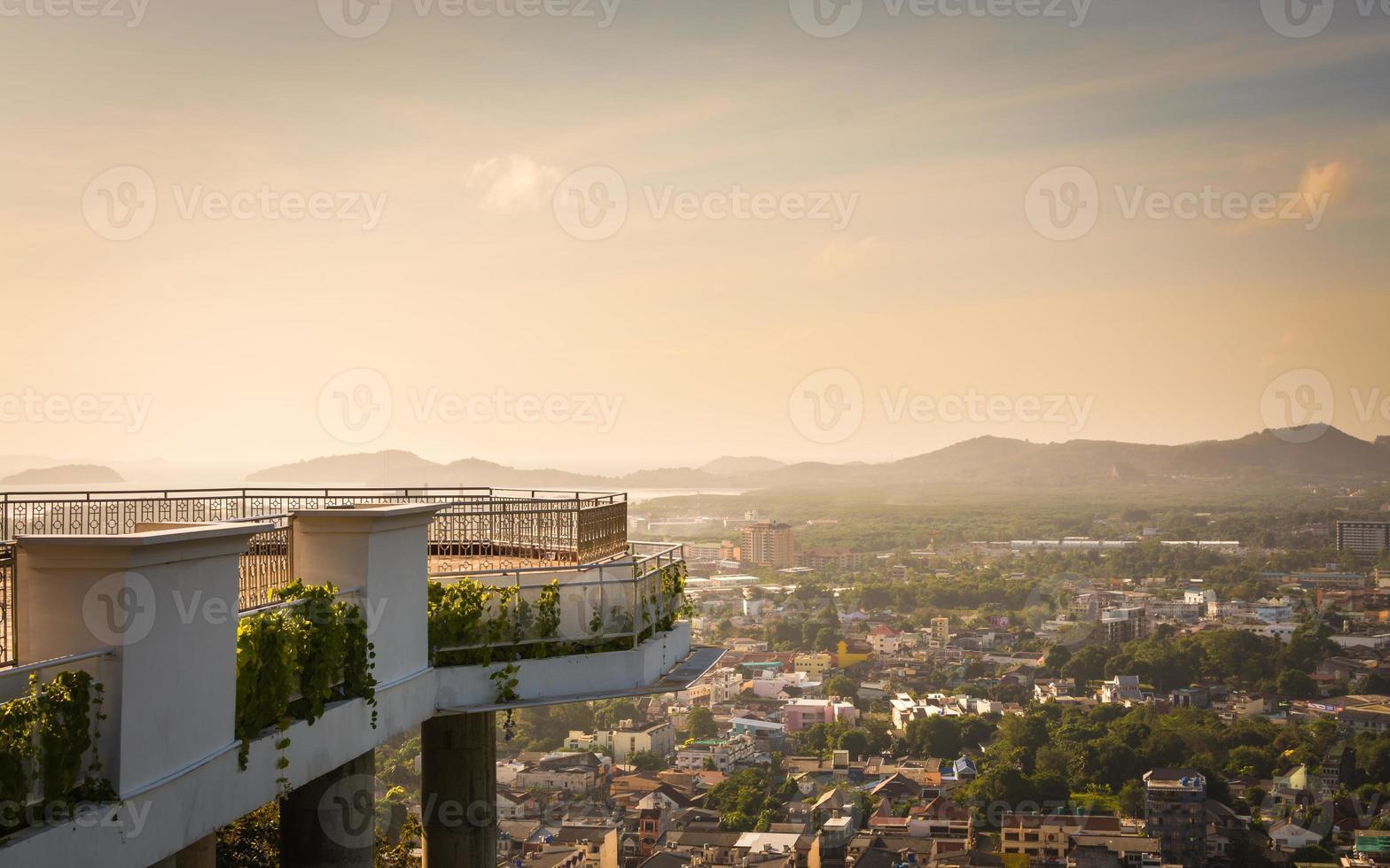 vista de la ciudad de phuket foto