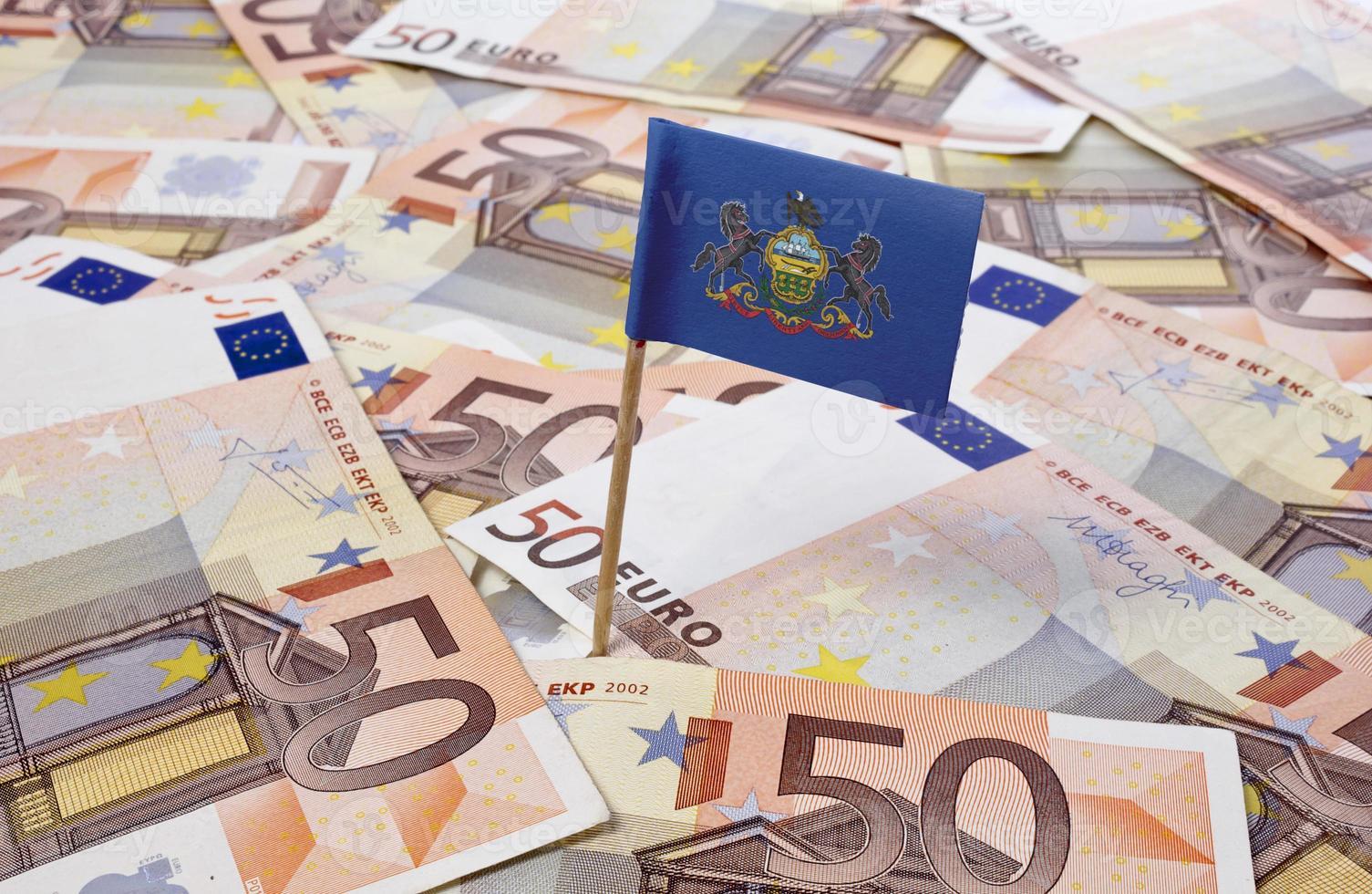 Bandera de Pennsylvania pegada en billetes de 50 euros. (series) foto