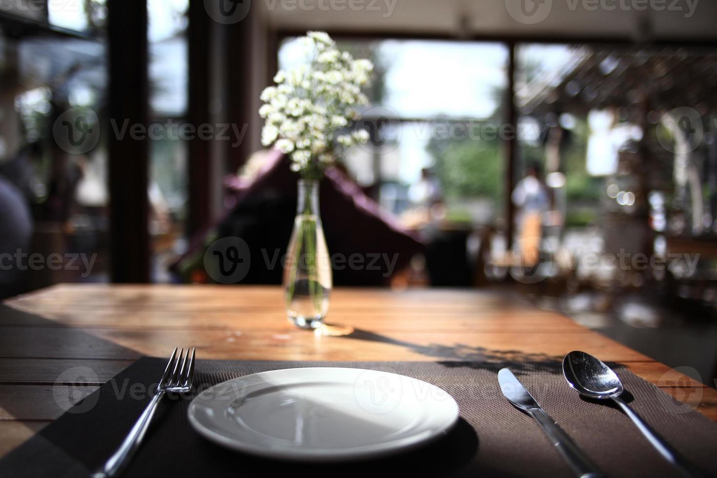 mesa en el fondo del restaurante foto