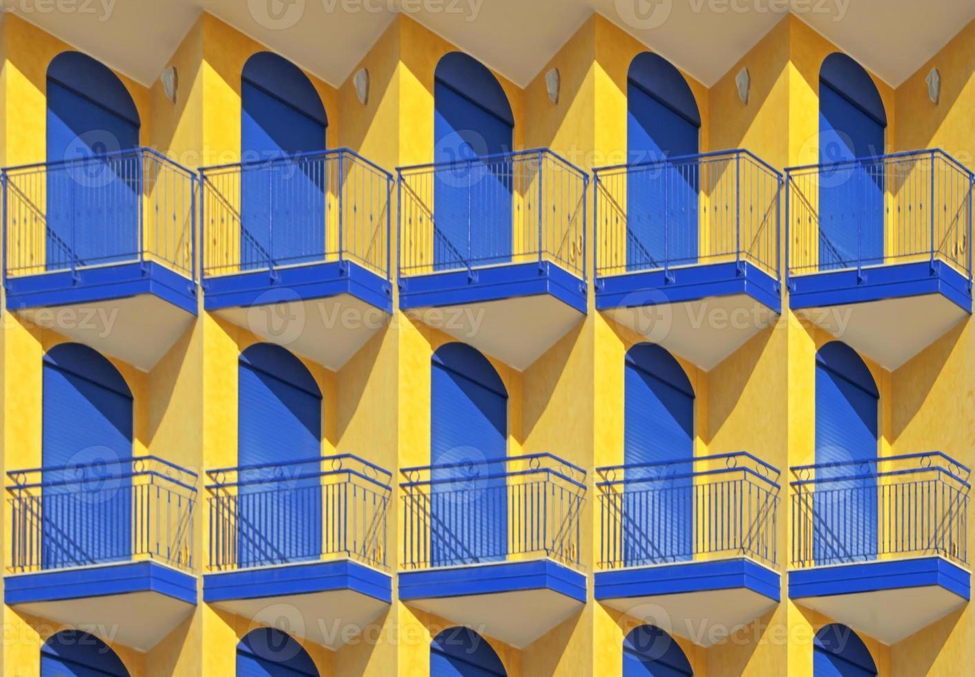 puertas en una fila foto