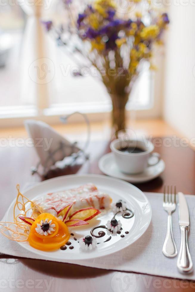 panqueques con mermelada de cerezas foto